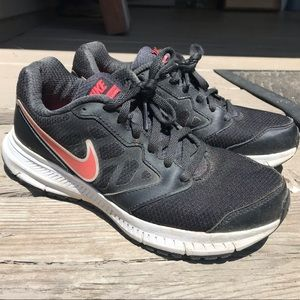 Women's black nike sneakers size 6.5